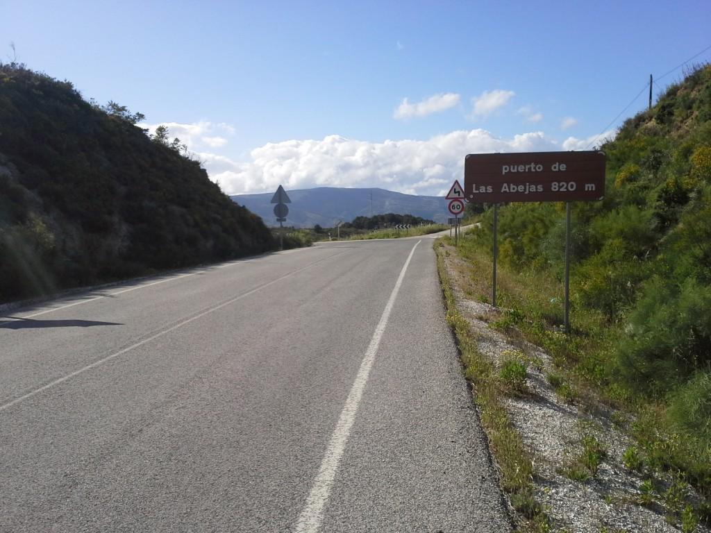 Pasar junto a la Sierra de las Nieves es siempre una gozada.
