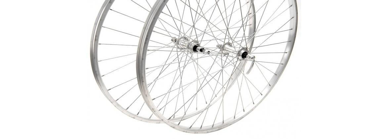 Ruedas y llantas de bicicletas. Clínica de la Bicicleta